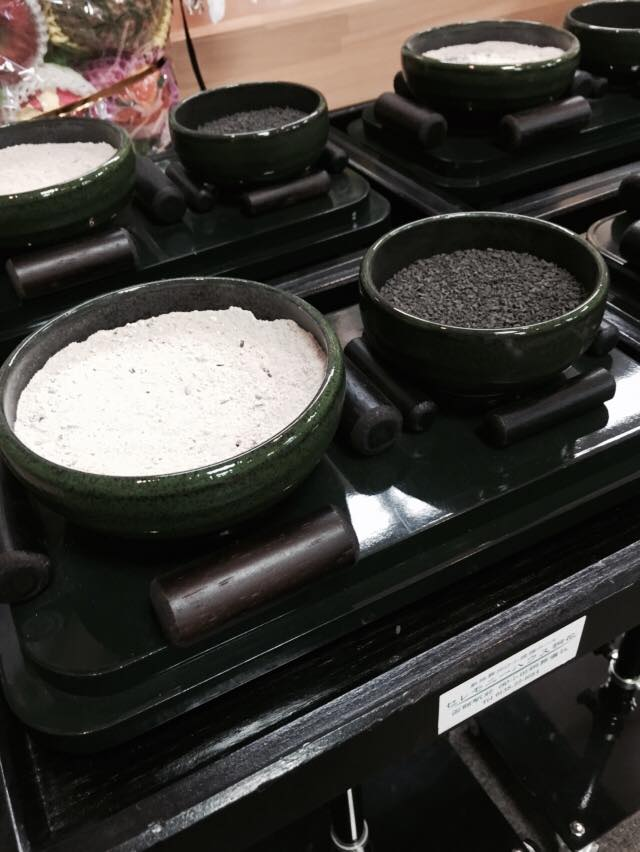 『灰』を使わない新しい陶器を新規導入。